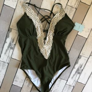 NWT Cupshe women's one piece green lace swimsuit